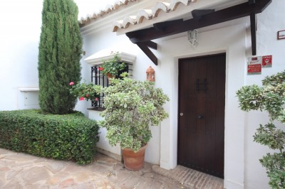1 Bedroom Ground Floor Apartment in Altos de los Monteros