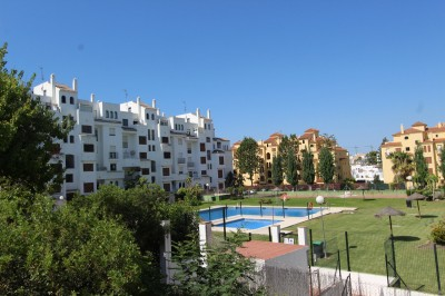 2 Bedroom Middle Floor Apartment in Selwo