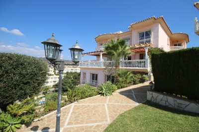 6 Bedroom Detached Villa in Artola